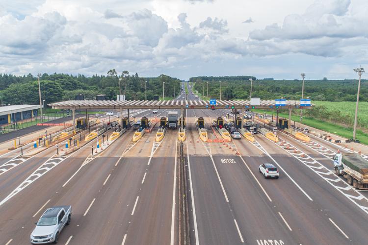 Circulação de veículos pesados em rodovias pedagiadas cai 15% em maio